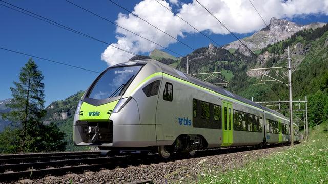 Tren Flirt da la BLS sper Kandersteg.
