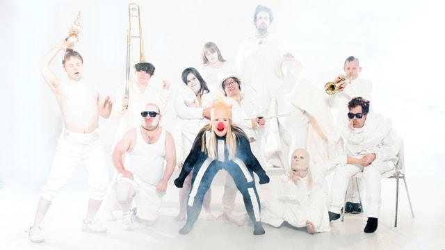 Geistig behinderte Schauspieler posieren für ein Theaterstück