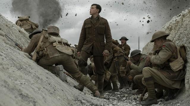 Filmbild: Explosion in einem Schützengraben des Ersten Weltkriegs.