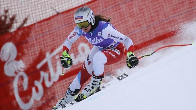 Corinne suter en acziun a Cortina d'Ampezzo.