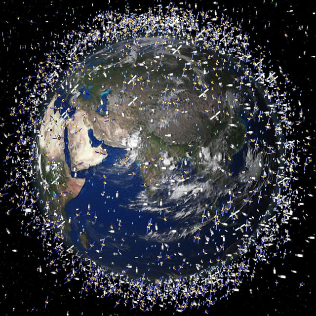 Illustration: Erde umkreist von unzähligen Satelliten und Weltraum-Schrott