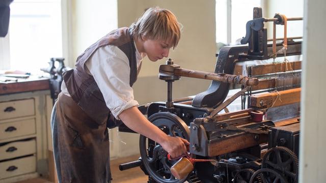 Merlin ölt Webstuhl in Fabrik