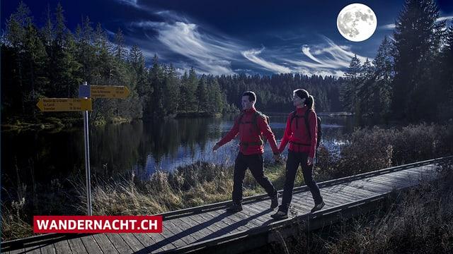 Zwei Wanderer bei Mondschein.