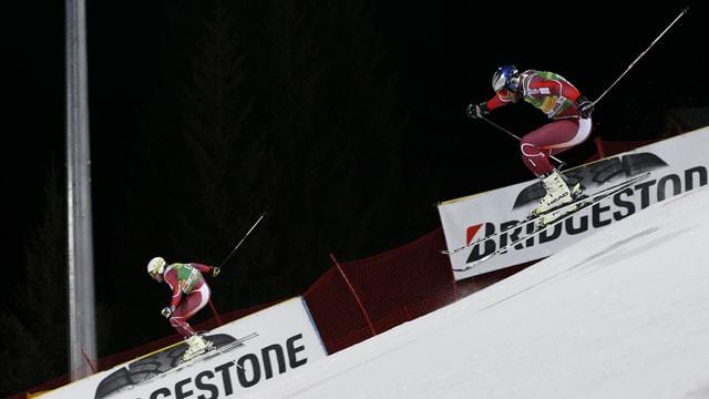 Dus skiunzs durant ina cursa da slalom gigantic parallel