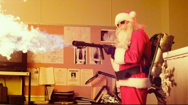 Weihnachtsmann mit Flammenwerfer