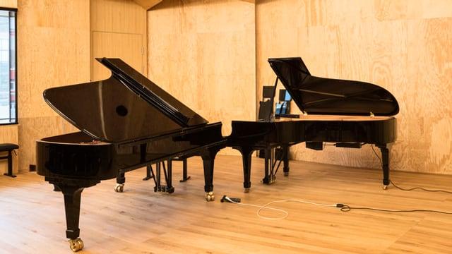 Zwei grosse Pianos in der Zürcher Hochschule der Künste (ZHdK)