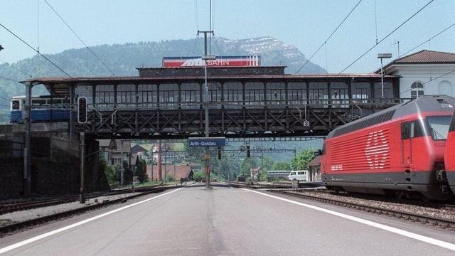 Blick auf ein Bahnperron in Arth-Goldau