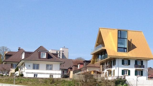 Haus mit goldenem Dach.