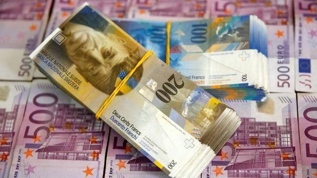 Symbolbild: Franken- und Euronoten.
