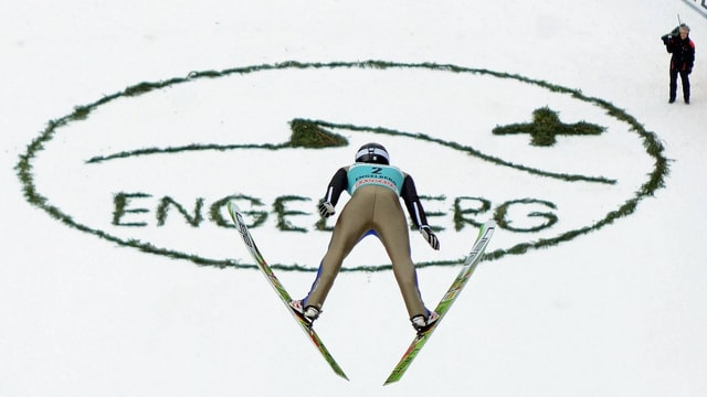 Ein Skispringer