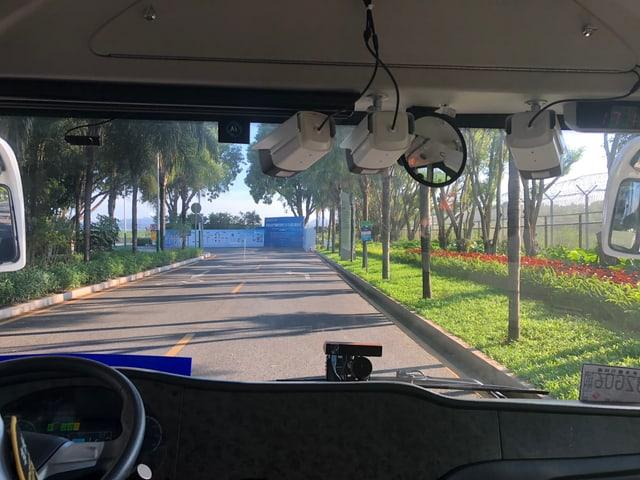 Blick aus dem Bus auf die Strasse