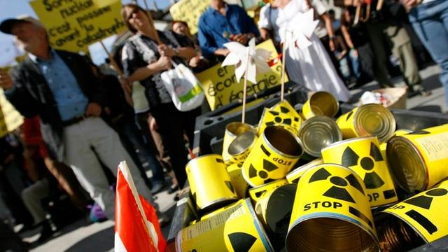 Demonstraziun cunter l'energia atomara.