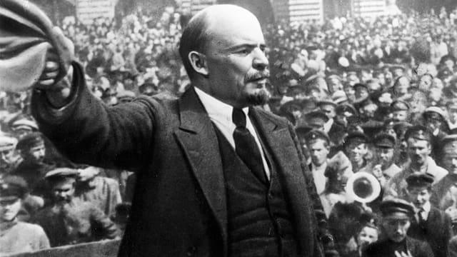 Lenin spricht zu einer Menge