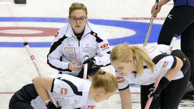 Die WM-Debütantinnen um Skip Alina Pätz (mit Brille) zeigen bisher keine Nerven.