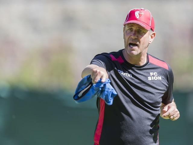 Auch auf der Trainer-Position hat sich der FC Sion prominent verstärkt. Neu steht Stéphane Henchoz (von Xamax), 72-facher Internationaler und Liverpool-Legende mit fünf Titeln, an der Seitenlinie. Die Frage ist allerdings: Wie lange? Allein in den vergangenen beiden Saison hatte Sion fünf verschiedene Trainer unter Vertrag.