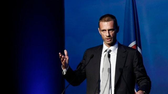 Aleksander Ceferin da la Slovenia che daventa nov president da l'UEFA.