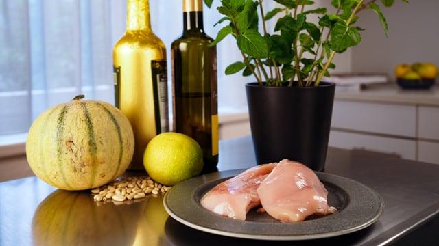Las ingredienzas per la salata ed il pulaster.