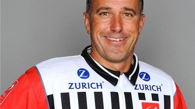 Danny Kurmann ist seit 17 Jahren Profischiedsrichter im Schweizer Eishockey.