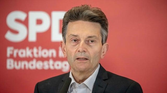 Rolf Mützenich vor der Fraktionssitzung.