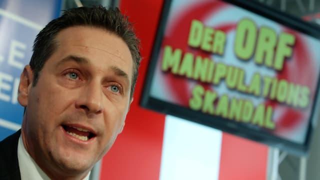 Strache an einer Medienkonferenz gegen die Bericherstattung des ORF (2010 in Wien)