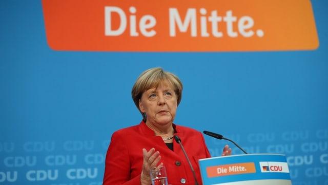 Angela Merkel ch'annunzia sia candidatura.