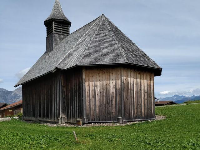Die Holzkirche von Obermutten. Die höchstgelegene Holzkirche Europas.