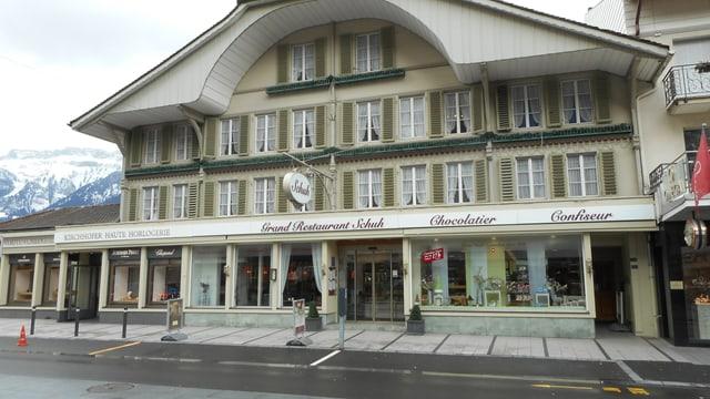 Video «Grand Café Restaurant Schuh in Interlaken - Tag 1» abspielen