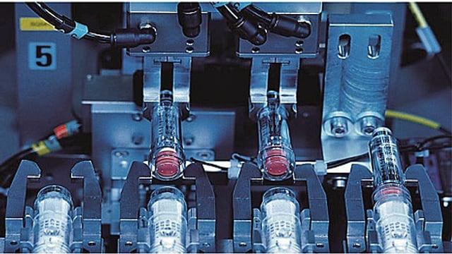 Eine Maschine zur Herstellung von Inhalatoren.