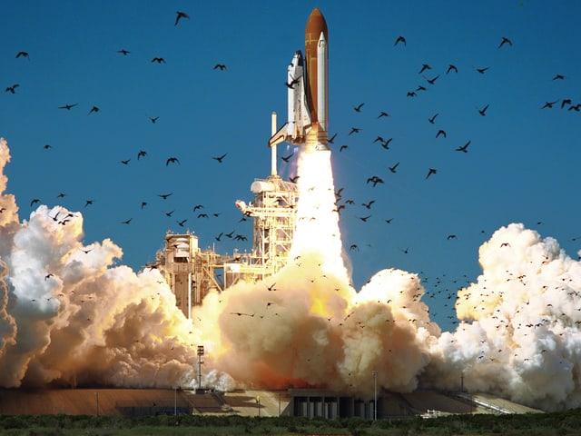 Das Space Shuttle Challenger startet zu seinem letzten Flug