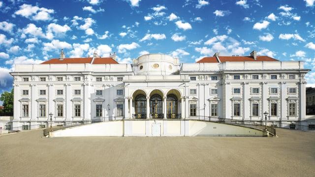 Illustration des umgebauten historischen Schlosses mit erhöhter Zufahrt für Autos direkt vor den Eingang des Schlosses.