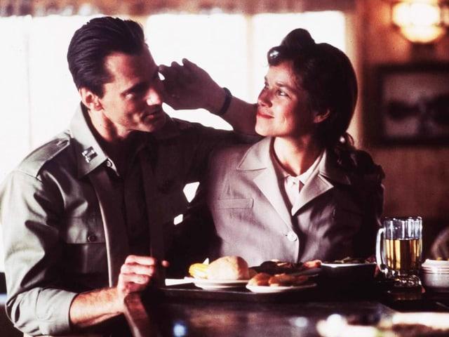 Sam Shepard und Barbara Hershey in «The Right Stuff» (1983).