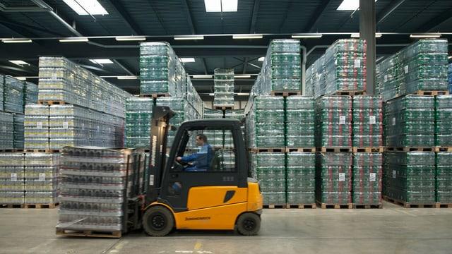 Mineralwasser machte alleine 22 Prozent der Importsteigerung von Nahrungs- und Genussmitteln aus.