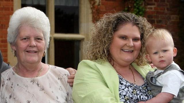 Lesley Brown, Louise Joy Brown und ihr Sohn Cameron.