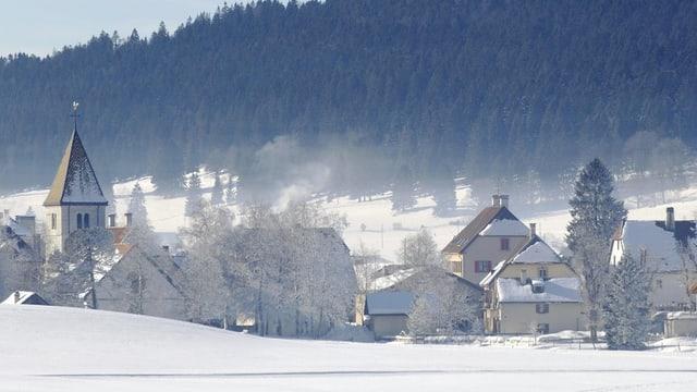 Aufnahme der Ortschaft La Brévine im Winter.