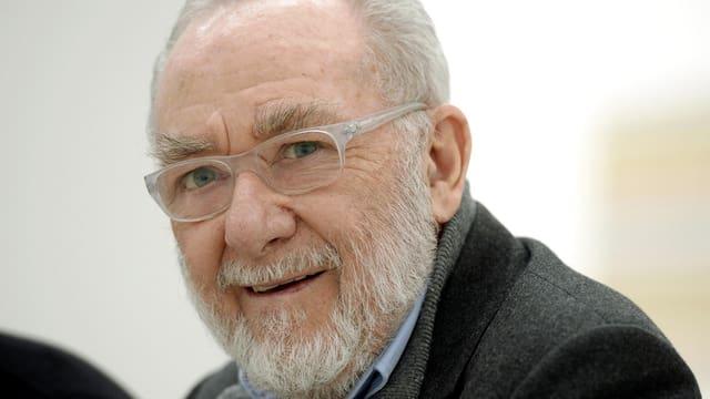 Gerhard Richter lächelt in die Kamera