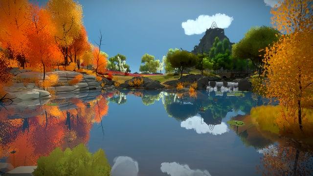 Laubbäume am Wasserrand, eine Bergspitze im Hintergrund.