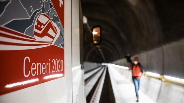 Tren en il tunnel dal Ceneri
