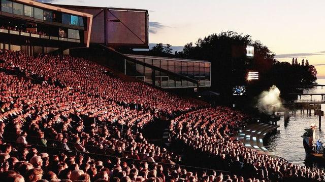 Video «Oper «Carmen» aus Bregenz – Live von der Seebühne» abspielen