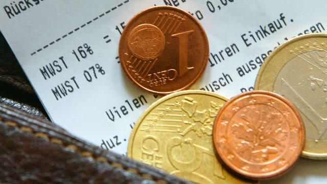 Euro liegen auf einer Quittung