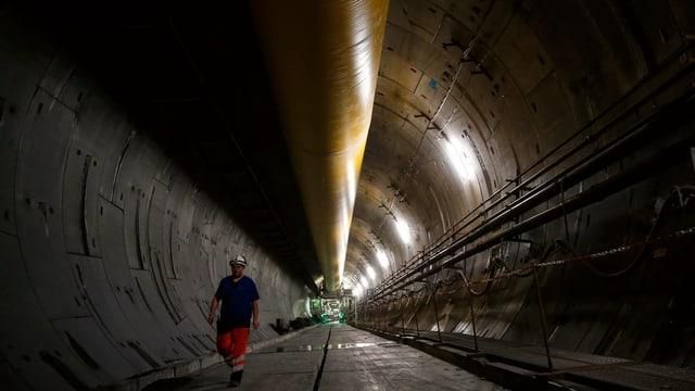 Bauarbeiter in einem Tunnel.