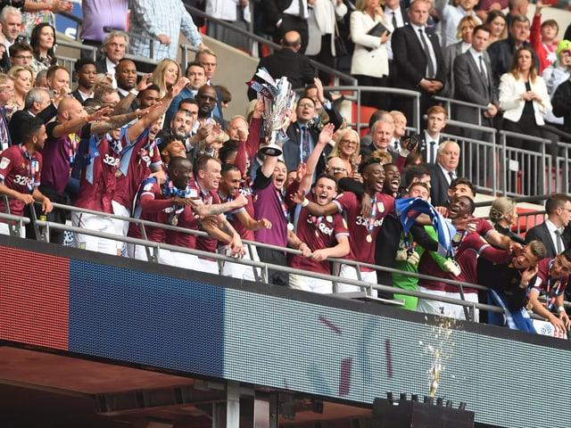 Aston Villa freut sich über den Aufstieg in die Premier League.