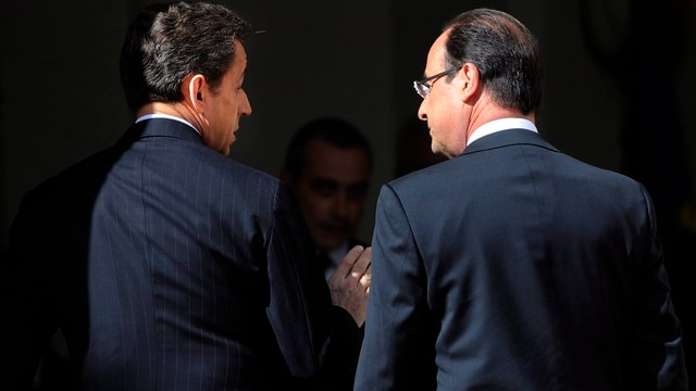 Ex-Präsident Sarkozy bei der Amtsübergabe an Hollande.