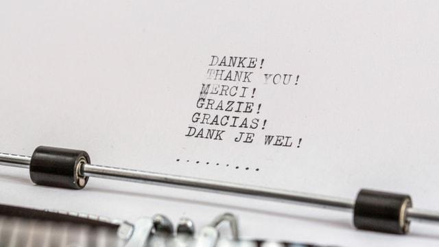 """Papier mit Aufdruck """"Danke"""" in verschiedenen Sprachen"""