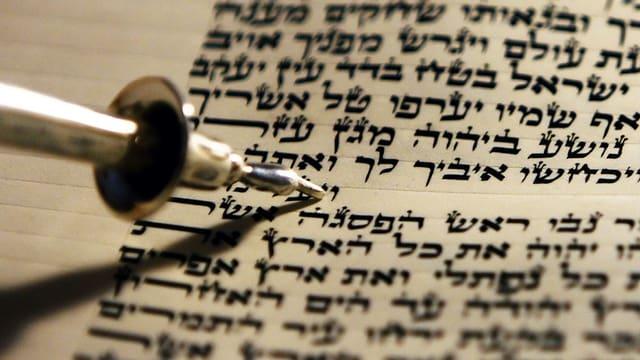 Text auf Hebräisch.