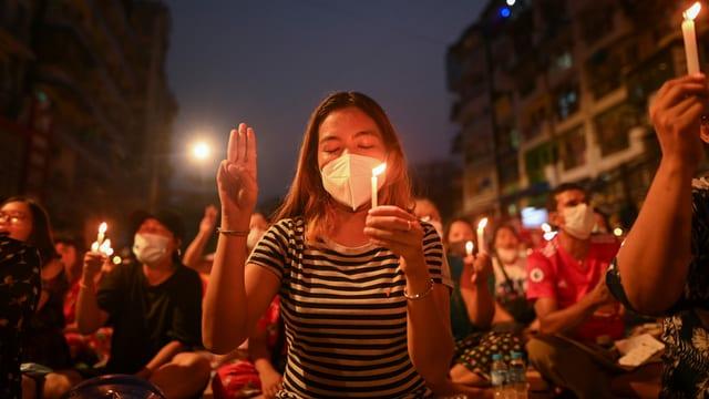 Frauen demonstrierten am Wochenende in Yangon