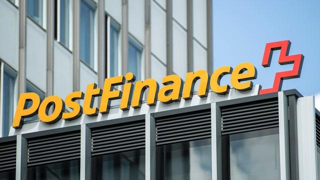 fatschada cun inscripziun da la Postfinance