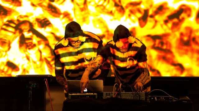 Team Tool Time bringen mit ihrem Bienen-Pop Leute zum Tanzen.