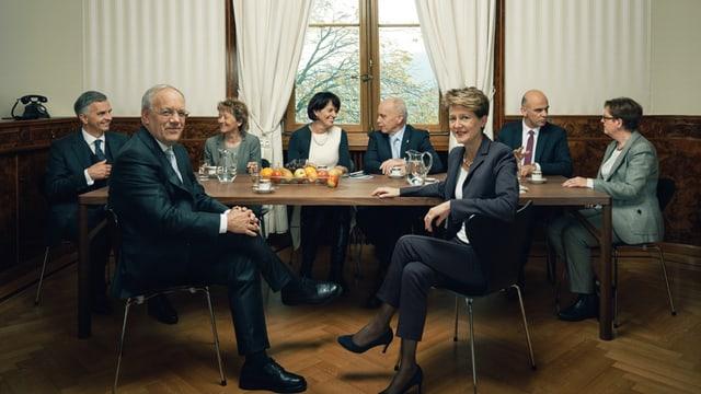 Ils 7 commembers dal Cussegl federal e la chanceliera federala