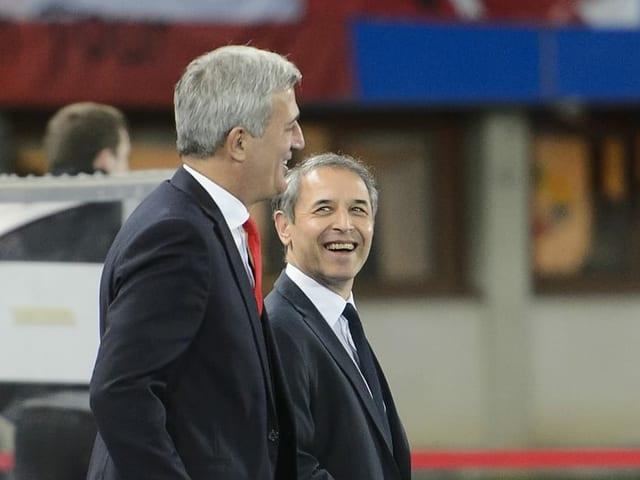 Marcel Koller über Vladimir Petkovic stehend lachend nebeneinander.