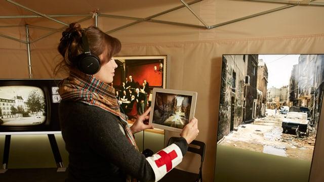 Blick in die Ausstellung zum Thema Menschlichkeit im Bourbaki-Panorama in Luzern.